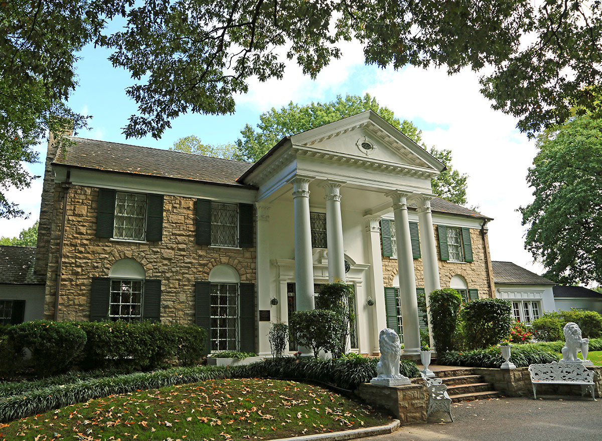 Elvis presley s graceland a journey into the home of the king for At home pics