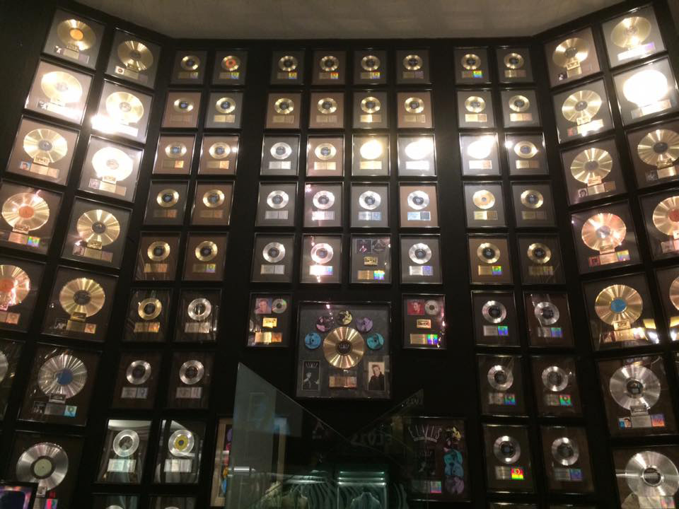 elvis presley graceland awards